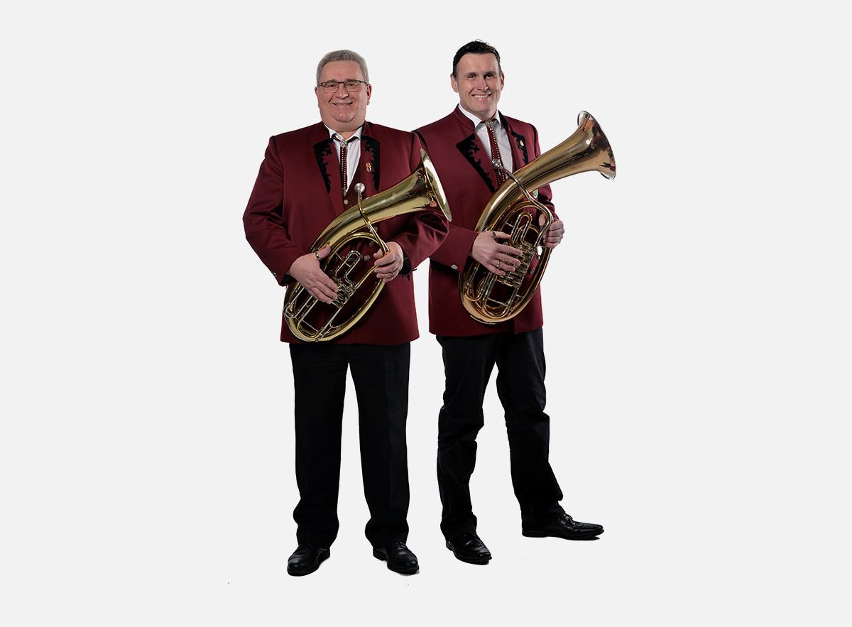 Der Verein mit dem Dirigent und dem Register des Musikverein Brohl 1961 e.V. - Wo wir sind ist Musik!